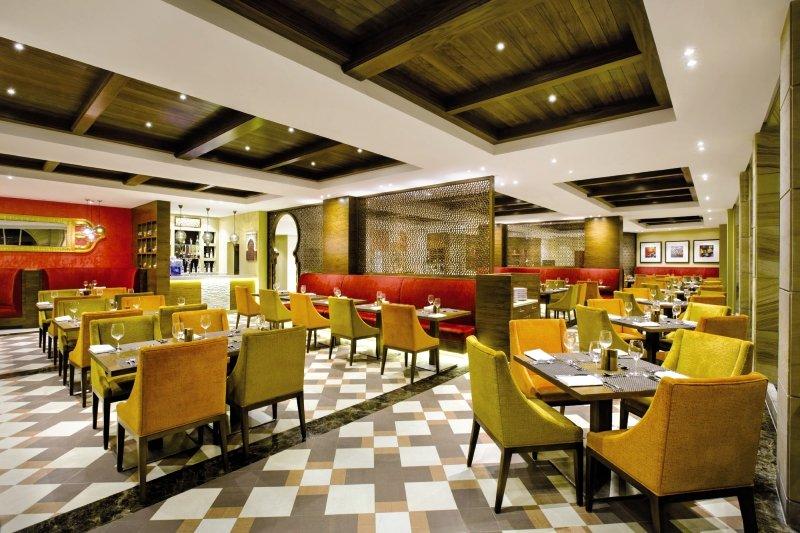 Hilton Al Hamra Beach & Golf ResortRestaurant