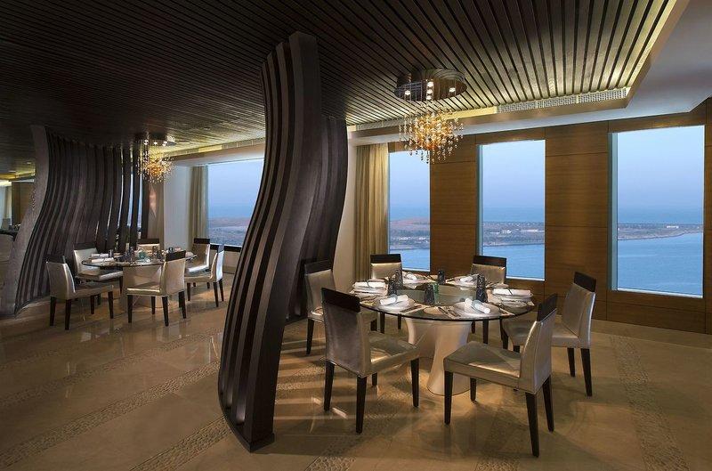 Abu Dhabi ab 719 € 2