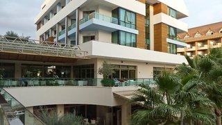 Hotel Port Side Resort Außenaufnahme