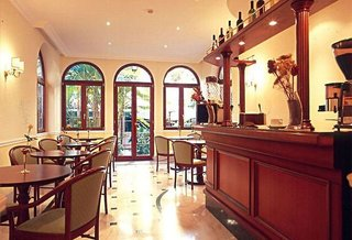 Hotel Astoria Garden Bar