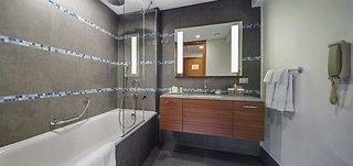 Hotel Doubletree by Hilton Kusadasi Badezimmer