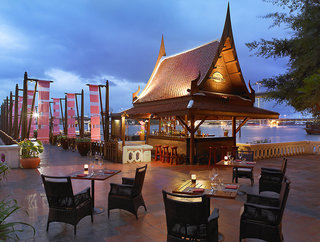 Hotel Anantara Riverside Bangkok Resort Bar