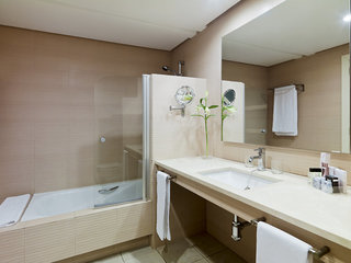 Hotel H10 Estepona Palace Badezimmer