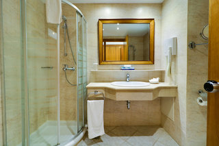 Hotel Aegean Melathron Thalasso Spa Hotel Badezimmer