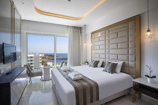 Hotel Constantinos The Great Beach Hotel Wohnbeispiel