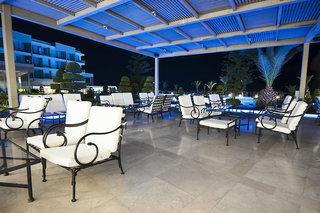 Hotel The Ixian Grand - Erwachsenenhotel Terasse