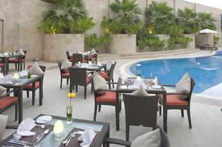 Hotel Holiday Inn Muscat Al Seeb Pool