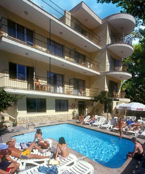 Naika Studios & Apartments Pool