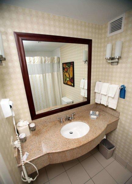 Hilton Garden Inn Houston Energy Corridor Badezimmer