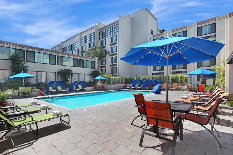 Holiday Inn & Suites Anaheim Pool