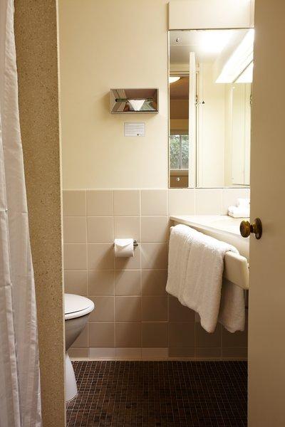 Adelaide Meridien Hotel & Apartments Badezimmer