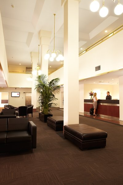 Adelaide Meridien Hotel & Apartments Lounge/Empfang