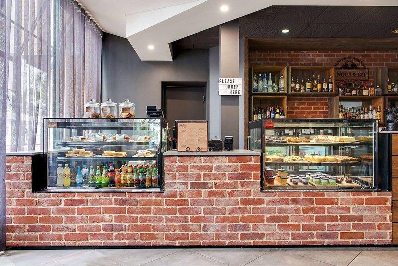 Adelaide Meridien Hotel & Apartments Bar