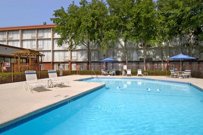 Ramada Dallas Love Field Airport Pool