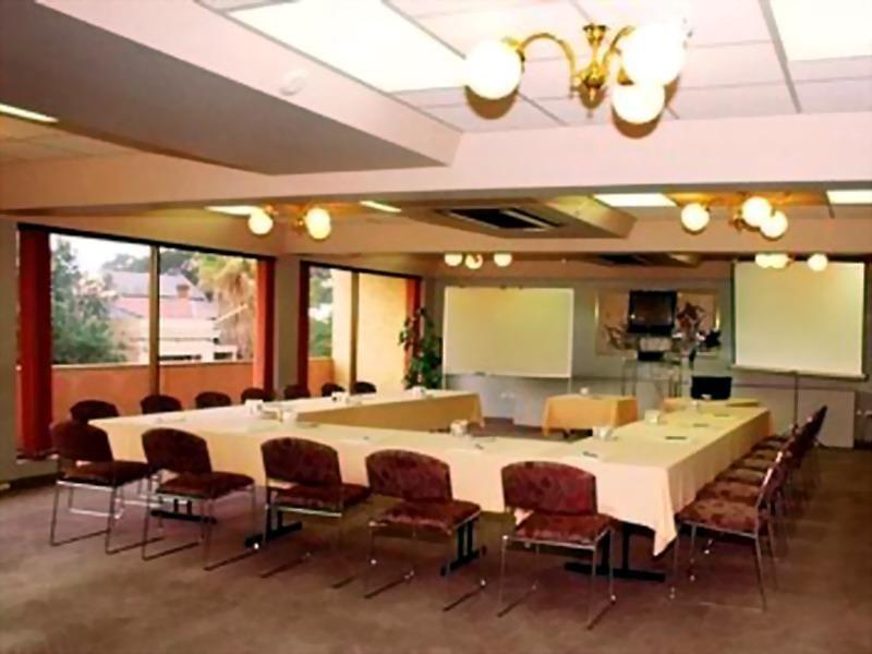 Adelaide Meridien Hotel & Apartments Konferenzraum