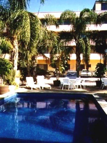 Adelaide Meridien Hotel & Apartments Pool