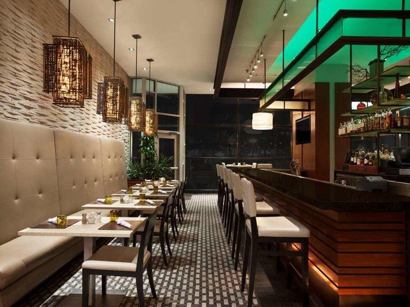 Wyndham Grand Chicago Riverfront Restaurant