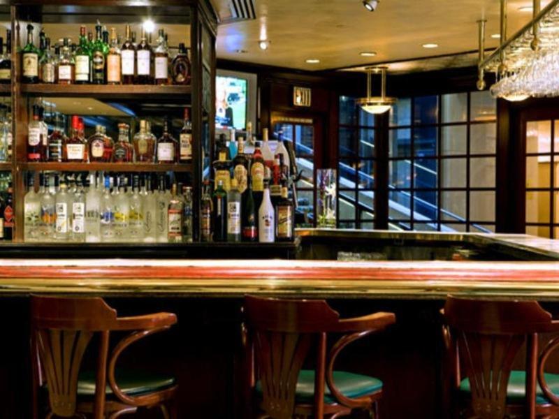 The Westin Kansas City at Crown Center Bar