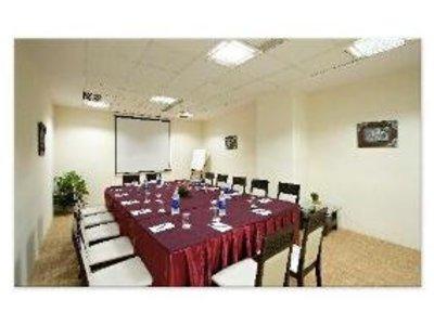 Clarks Inn Suites - Delhi/NCR Konferenzraum