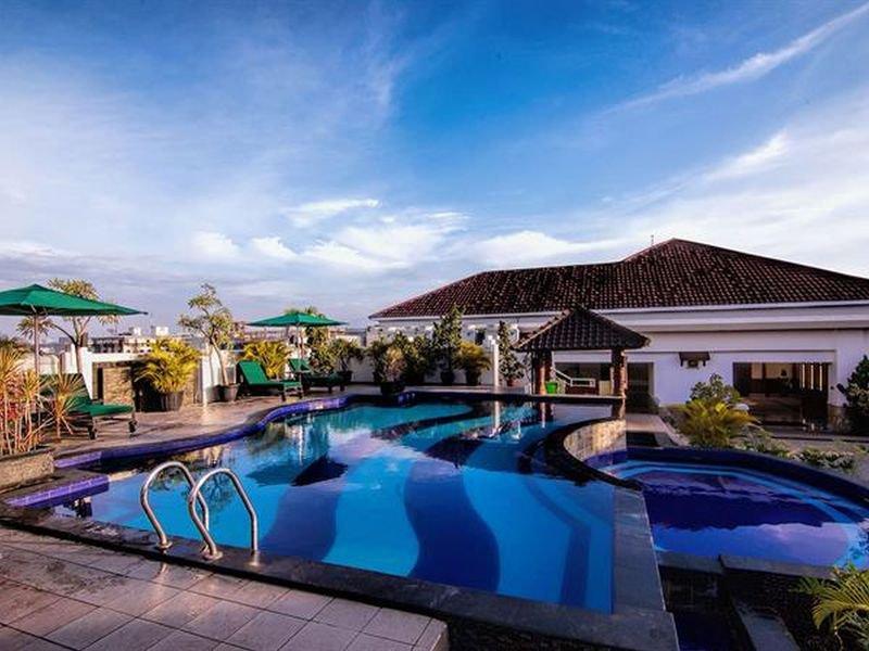 Arion Swiss-Belhotel Bandung Pool