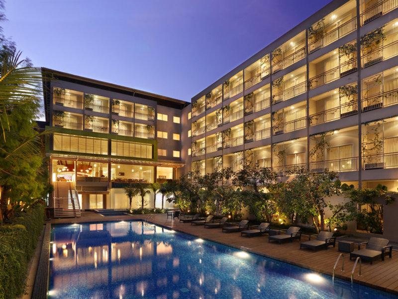 Holiday Inn Express Bali Raya Kuta Pool