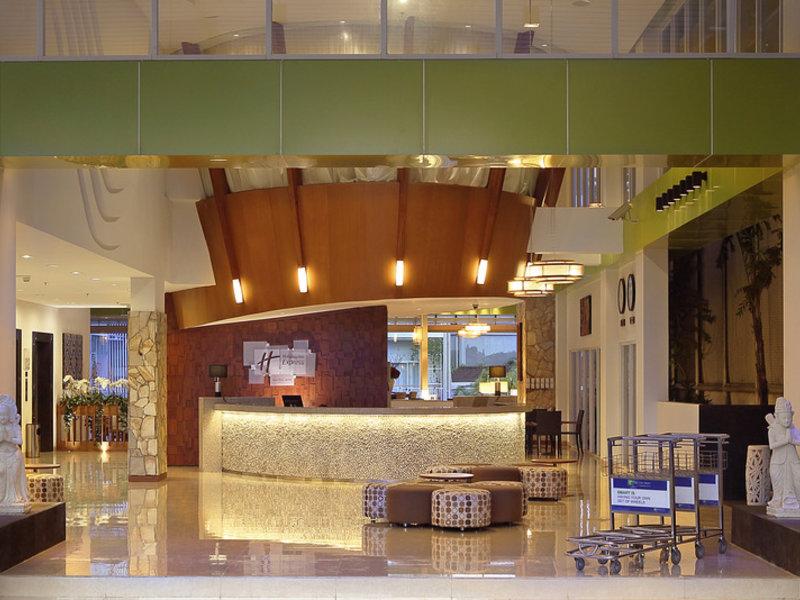 Holiday Inn Express Bali Raya Kuta Lounge/Empfang