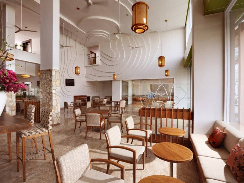 Holiday Inn Express Bali Raya Kuta Restaurant
