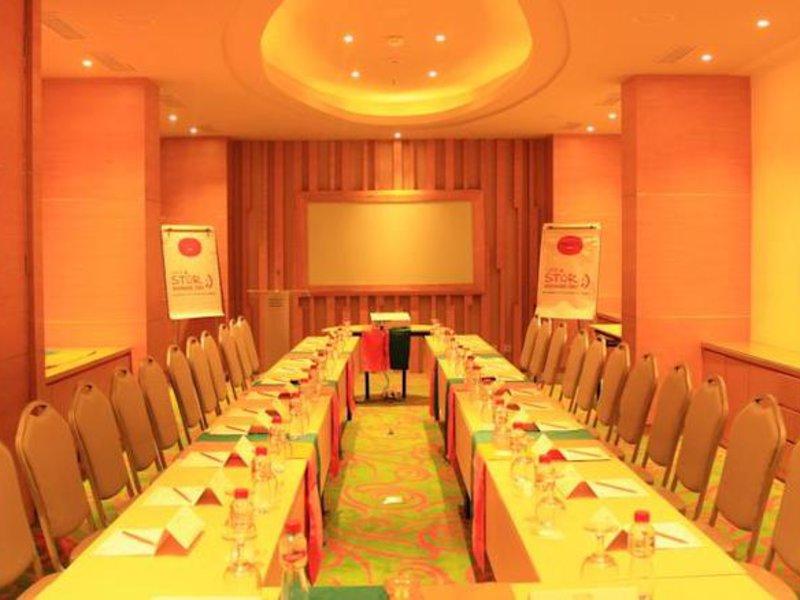 Harris Hotel Raya Kuta Konferenzraum