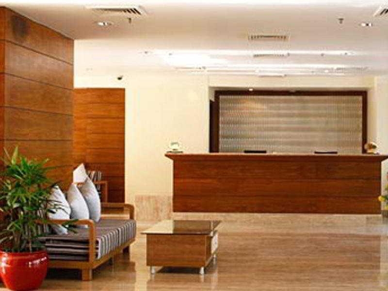 Clarks Inn Suites - Delhi/NCR Lounge/Empfang