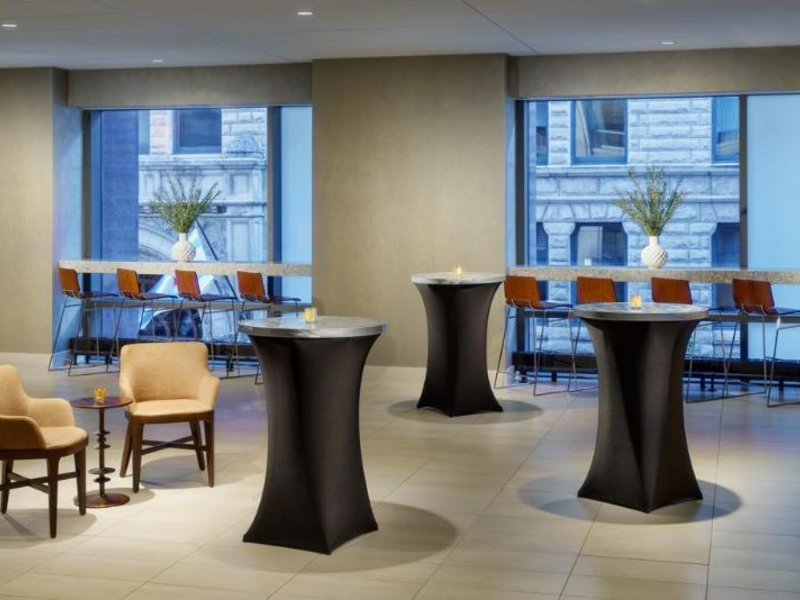 Springhill Suites by Marriott Chicago Downtown/ River North Lounge/Empfang