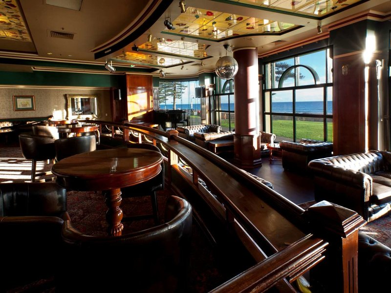 Stamford Grand Adelaide Bar