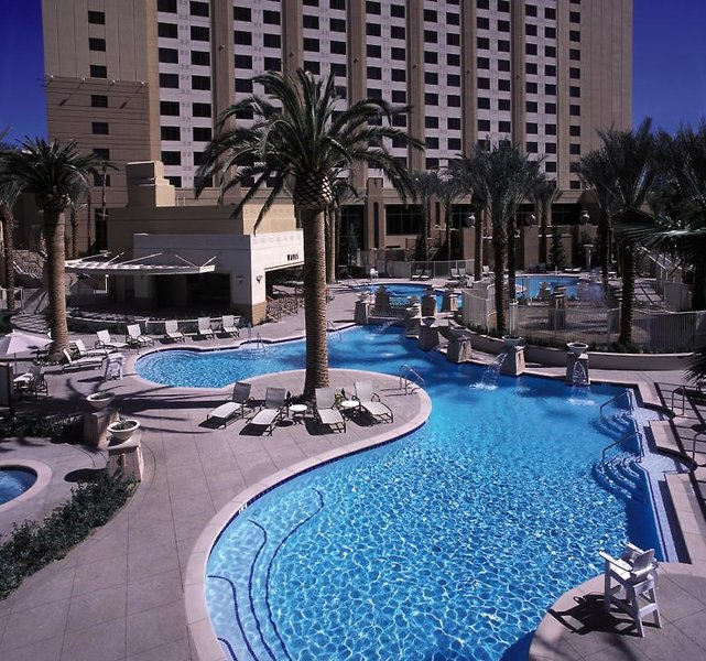 Hilton Grand Vacations on the Boulevard Pool