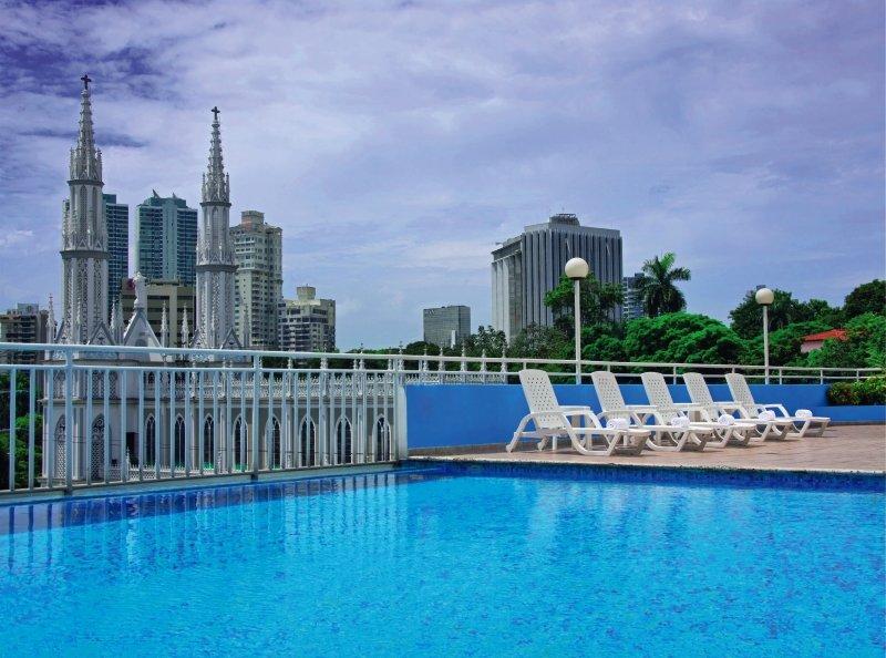 Crowne Plaza Panama Pool