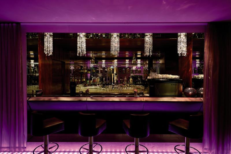 Pakat Suites Bar