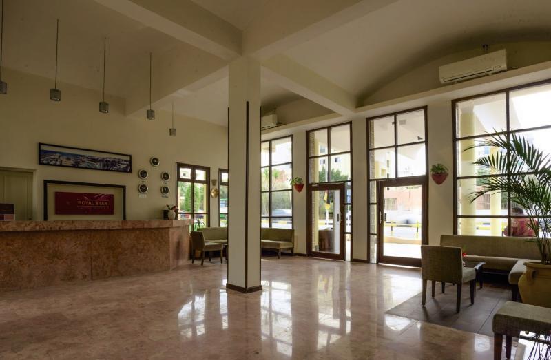 Empire Beach Resort  Lounge/Empfang