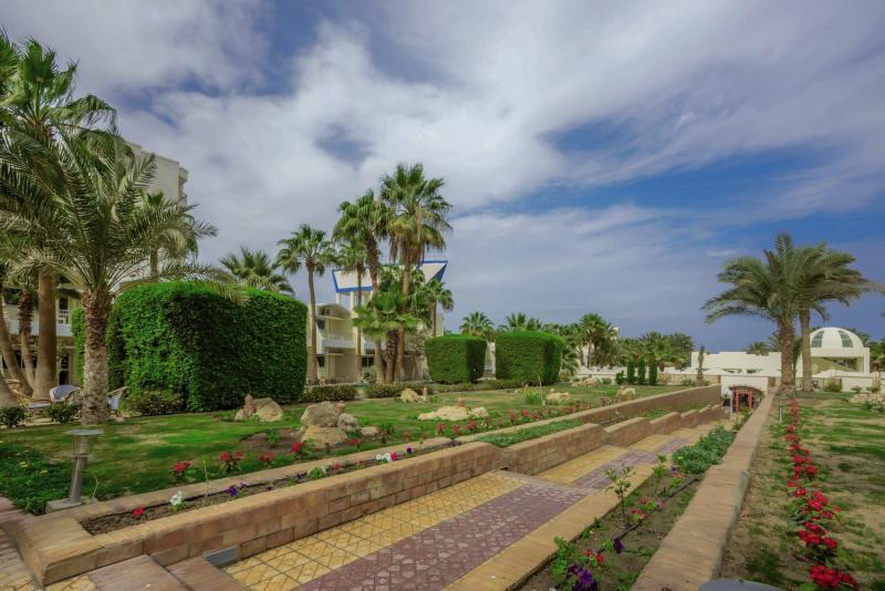 Empire Beach Resort  Garten