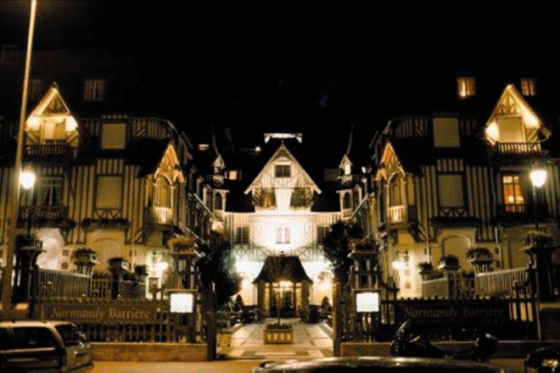 Hotel Barriere Le Normandy Außenaufnahme