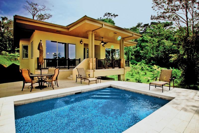 Red Frog Beach Island Resort & Spa Pool