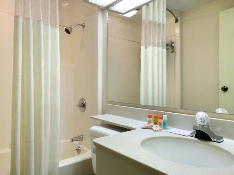 Howard Johnson Inn & Suites Springfield Badezimmer