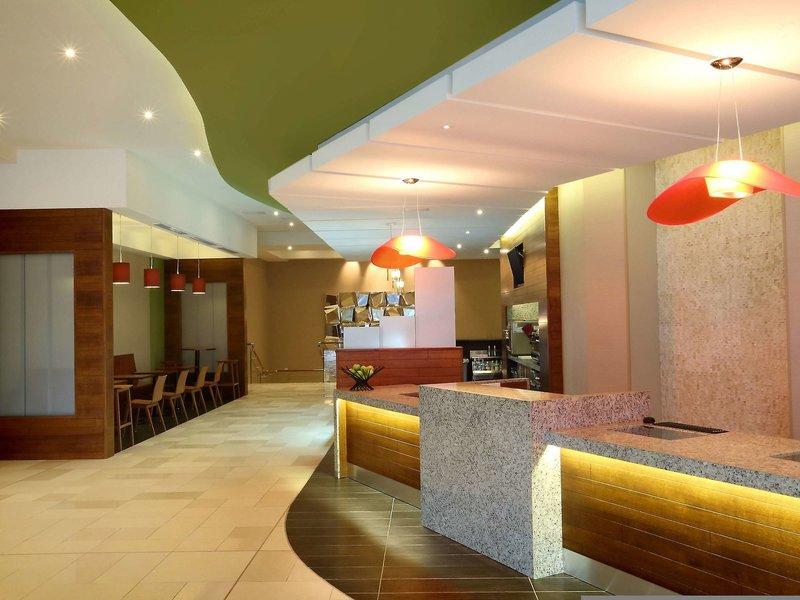 Hyatt Place Panama City Bar