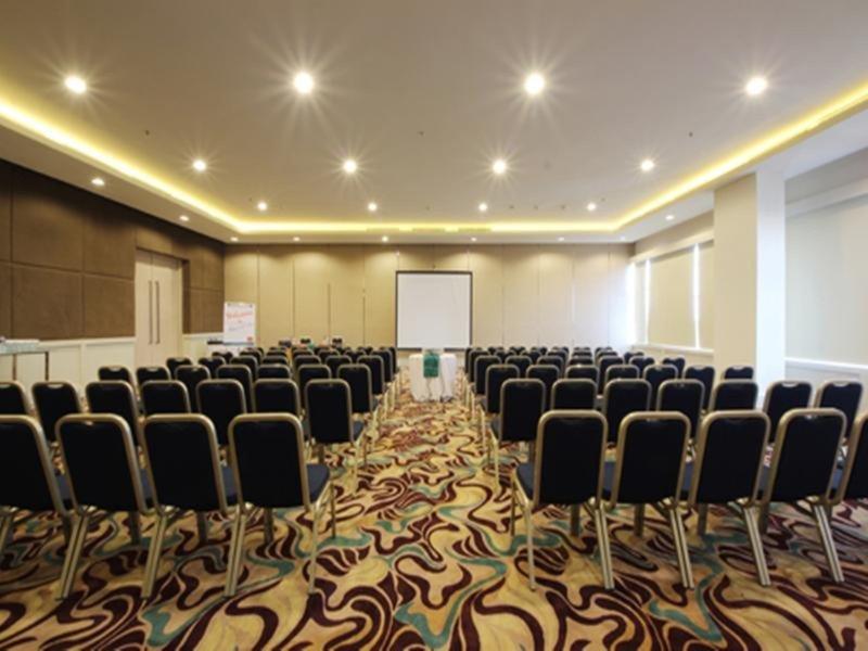 Harris Hotel & Conventions Festival Citylink - Bandung Konferenzraum