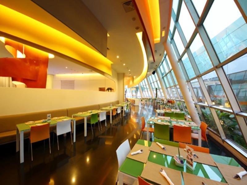 Harris Hotel & Conventions Festival Citylink - Bandung Restaurant