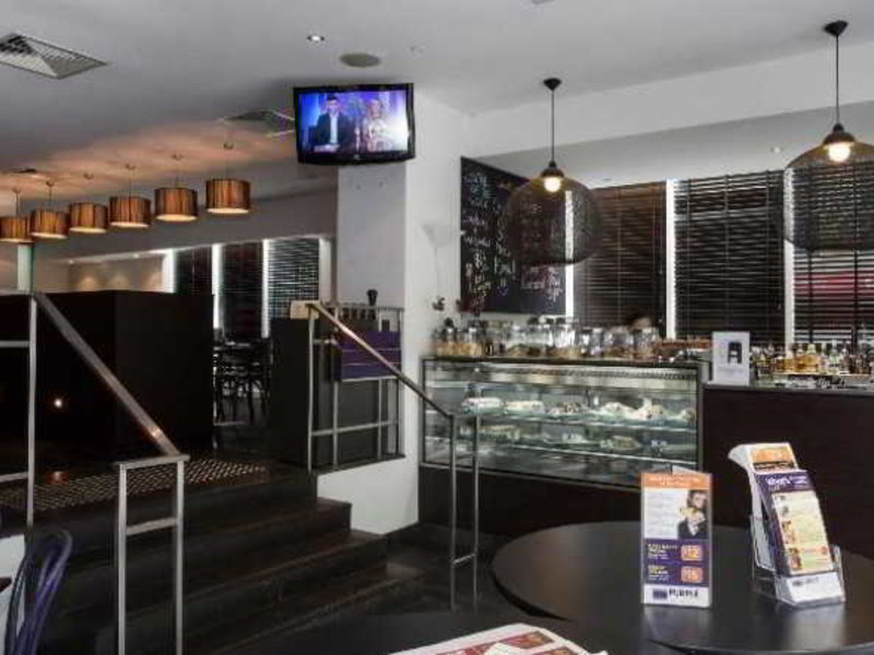 Park Regis Griffin Suites Bar