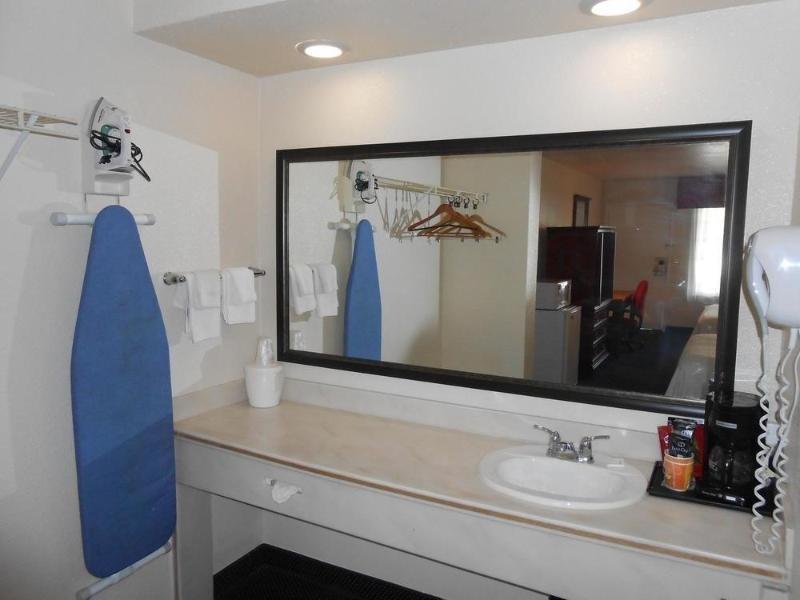 Anaheim Express Inn Maingate Badezimmer