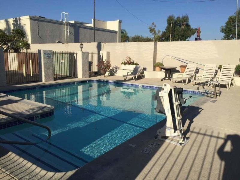 Anaheim Express Inn Maingate Pool