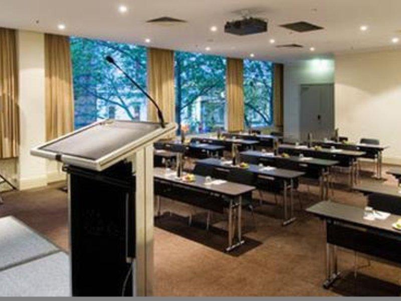 Rydges Melbourne Bar