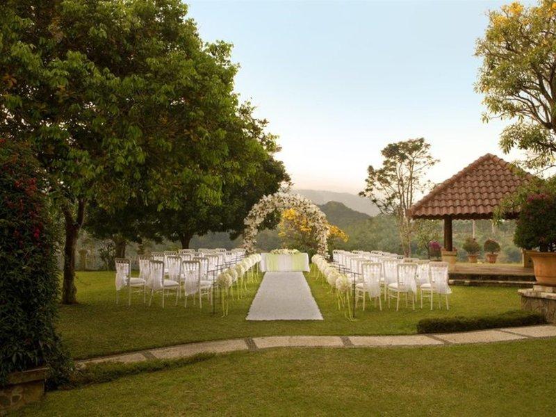 Sheraton Bandung Hotel & Towers Garten