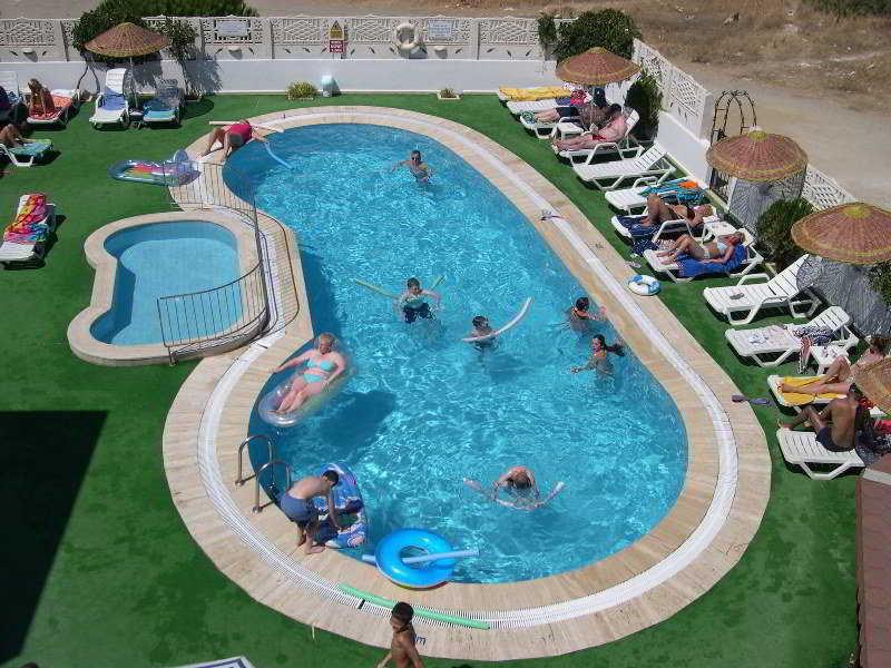 Ozukara I Apartments Pool