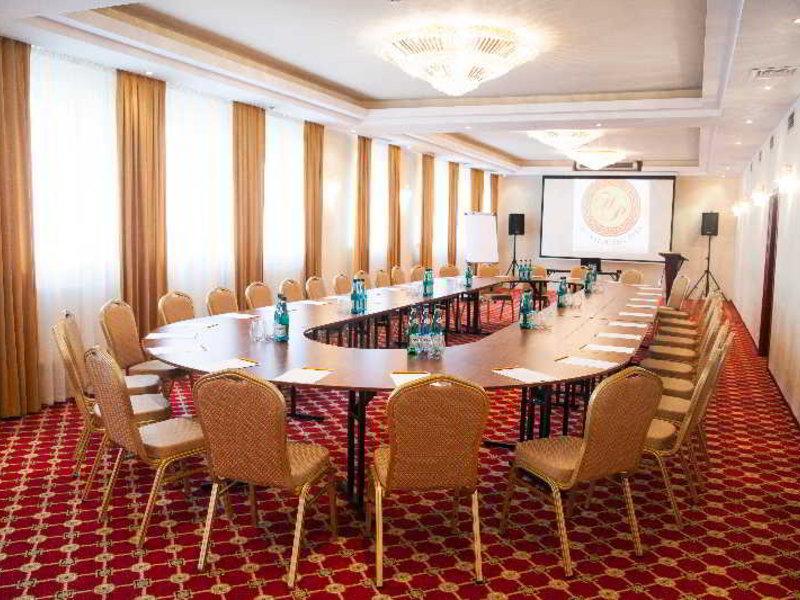 Hotel Holiday Park Konferenzraum