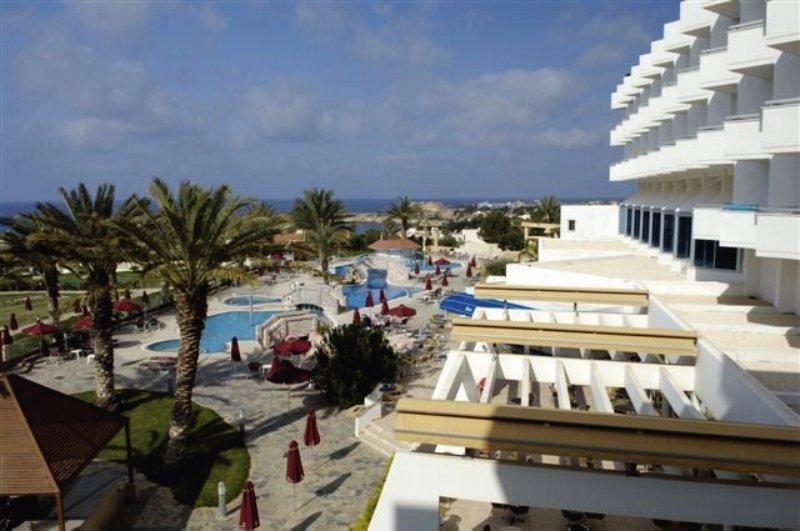 Crown Resorts Horizon Pool